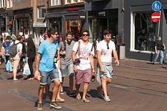 Leidsestraat - Amsterdam (Netherlands) (Meteorry) Tags: europe nederland netherlands holland paysbas noordholland amsterdam amsterdampeople candid leidsestraat centrum centre center group collective collectif men male guys lads hommes boys shorts sneakers trainers skets baskets sunglasses flipflop tongs thongs june 2016 meteorry braghettoni
