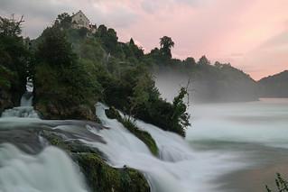 Wassermassen am Rheinfall