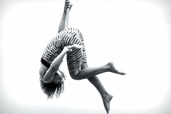 Alfa Marks II (John (thank you >1 million views)) Tags: alfamarks aerialacrobatics acrobatics actionshot streetphotography streetportraits candidphotography castlepark bristolharboursidefestival2016 silhouette monochrome bw bristol southwestengland highkey 7dwf