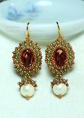 The Dutch Mona Lisa (BeeJang - Piratchada) Tags: beadwork beadweaving beading beaded earrings earring gold green pearl copper white miyuki bezel swarovski jewelry handmade