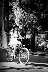 la chica del sombrero (Mauro Esains) Tags: amsterdam bicicleta puente agua farol aire libre chica mujer seorita sombrero vestido blanco paseo andar