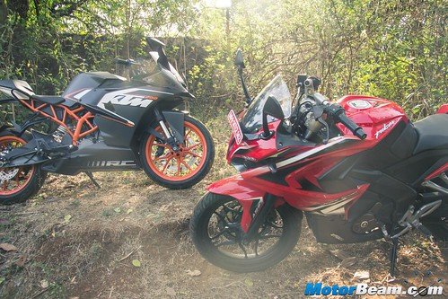 Pulsar-RS-200-vs-KTM-RC-200-11