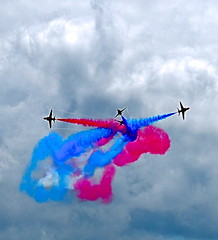 BLUE & RED (conespider) Tags: blue red sky speed smoke jets planes redarrows