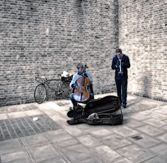Duo (diminji (Chris)) Tags: london lovelondon musicians music buskers effects hdr hdrtoning people trumpet cello bikes bicycles