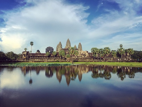 Angkor Wat in a bright sunlight (Chetra Chap, 2016).