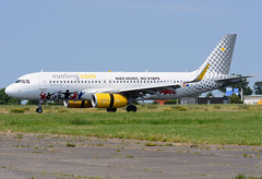 EC-MEQ A320 Vueling (MM - Aviation Photography) Tags: airbus a320 vueling ecmeq maastricht mst ehbk