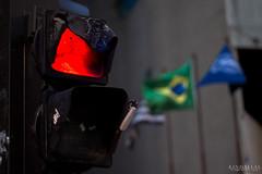 Hot on the traffic (Kindallas) Tags: traffic lights red outdoor brazil são paulo avenue paulista avenida center 3 50mm t5 canon melt hot fire stop trafficlight