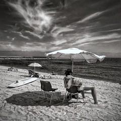 Beach Time (jfraile (OFF/ON slowly)) Tags: jfraile javierfraile barcelona lamarbella playa beach sombrilla nubes clouds cielo sky beachumbrella