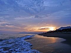 La orilla al atardecer (Antonio Chacon) Tags: andalucia atardecer costadelsol marbella mlaga mar mediterrneo espaa spain sunset