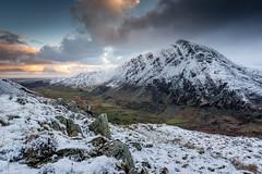 Pen yr Ole Wen (Tim Allott) Tags: mountain snow hills valley snowdonia crags snowline northwales penyrolewen nantffrancon