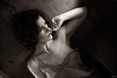 Ana (Pablo Caas) Tags: anaa sensualidad sensuality retrato bn bw mirada mano luz light belleza