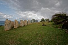Le mmorial Cap 110 et le rocher du Diamant (Livith Muse) Tags: statue martinique nuage rocher mtq mmorial lediamant cap110