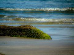 casa de iemanj (Gigica Machado) Tags: praia beach plage pedras rocks pierres ondas waves flots colorido colorful colors cores bluesea marazul