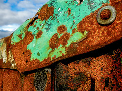 Does tin rust?