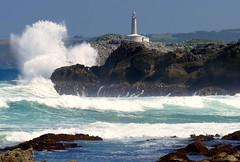 Faro de Mouro (alfonsocarlospalencia) Tags: faro mouro isla cantabria santander olas blanco rocas negro furia verde azul luz impacto agua