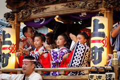 Adrable girls dancing on festival float - Narita Gion Festival 2016 (Apricot Cafe) Tags: festival japan power religion peaceful happiness jp chiba success enjoying narita teamwork 2016 chibaken traditionaloutfit annualevent naritagionfestival naritashi canonef70200mmf28lisiiusm img713912