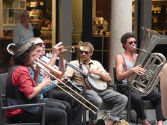 Via Pessina, Lugano - buskers - band (ell brown) Tags: lugano switzerland ticino italianlakedistrict lakelugano lagodilugano glaciallake luganocentro viapessina music buskers band