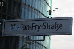 541 Varian-Fry-Strae (Alte Wilde Korkmnnchen) Tags: friedenaueraltewildekorkmnnchenberlincorklittlemanpeoplestreetart tiergarten potsdamerplatz keepitup
