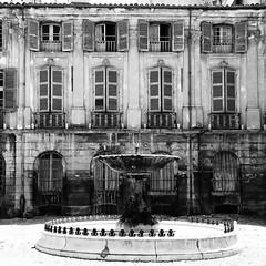 Aix-en-Provence (France) (tofason) Tags: blackandwhite france building fountain noiretblanc aixenprovence fontaine