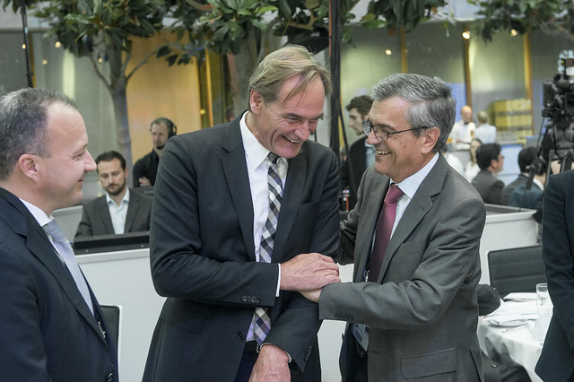 Burkhard Jung and José Viegas sharing a moment