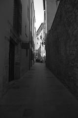 Street (TrustyOldGear) Tags: cuenca calle blancoynegro estrecho