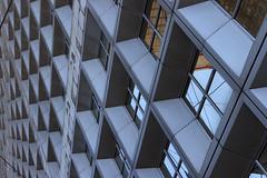 Quadrillage (StephanExposE) Tags: paris france building canon architechture ladefense moderne reflet reflect iledefrance batiment 1635mm 600d 1635mmf28liiusm stephanexpose