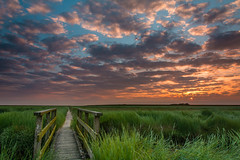 Der Weg (jwfoto1973) Tags: bridge sky sun clouds sunrise germany deutschland nikon himmel wolken brcke sonne sonnenaufgang weg westerhever westerheversand d7100 verlaufsfilter seegraswiese johannesweyers