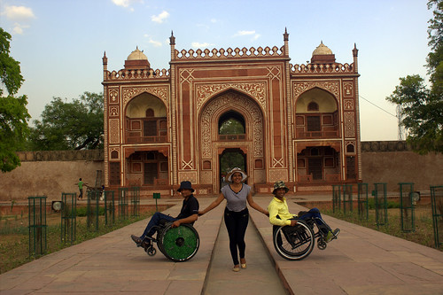 Everyone enjoying the beautiful view of Itmad-ud-Daulah's tomb