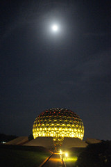 Matrimandir_moon_5785 (Manohar_Auroville) Tags: sri aurobindo birthday auroville matrimandir urn amphitheatre decorations flowers beauty beauties girls manohar luigi fedele 15816