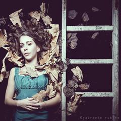 Gabry (gabri.R) Tags: autumn portrait woman girl beauty fashion foglie female donna leaf stair stairway scala femalemodel concept autunno ritratto ragazza