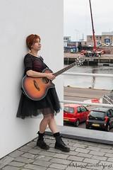 Leunen (LadyLove1967) Tags: scheveningen rodebaret fotoshoot gitaar mooiedame boot grafity kleur