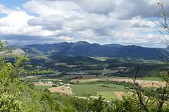 Montmaur-en-Diois - (larsen & co) Tags: france auvergnerhnealpes drme valledeladrme paysdiois montmaurendiois ladrme clairettededie fontaine
