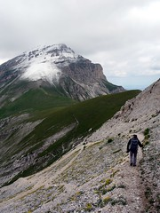 On the ridge to Pizzo d'Intermesoli (markhorrell) Tags: italy walking abruzzo gransasso apennines pizzocefalone
