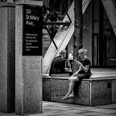 London (XXXI) (Jose Juan Luque) Tags: london londres gherkin thegherkin 30stmaryaxe normanfoster foster architecture street streetphotography urban bw bnw blacknwhite blackandwhite byn bn blancoynegro jjluque josejuanluque