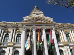 "La Paz: el Palacio del Gobierno (le palais présidentiel) <a style=""margin-left:10px; font-size:0.8em;"" href=""http://www.flickr.com/photos/127723101@N04/28569956116/"" target=""_blank"">@flickr</a>"