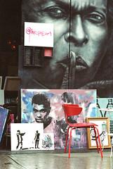 @hip_pop_art (Georgie_grrl) Tags: pedestriansunday july2016 social community music buskers performers musicians pentaxk1000 takumar125135mm toronto ontario kensingtonmarket hippopart art paintings muhammadali milesdavis chair rain rainy