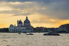 Atardecer veneciano (Txulalai) Tags: venecia italia travel atardecer paisaje landscape agua arquitectura monumento catedral cathedral iglesia church sony sonya6000 sonyilce6000 sonyalpha6000