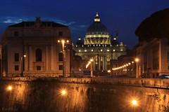 A quien Dios se la d...  EXPLORE (RalRuiz) Tags: italy vatican rome roma luces italia vaticano nocturna stpeter tber baslicadesanpedro horaazul rotber viadelaconciliazione