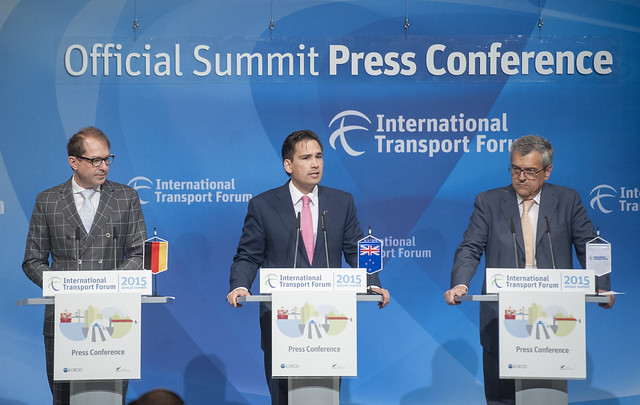 Alexander Dobdrint (l), Simon Bridges (c) and José Viegas (r) at the Press Conference