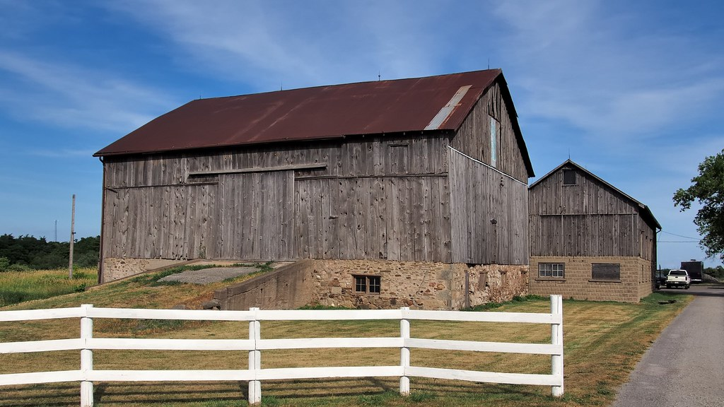 The world 39 s best photos of countryside and driveway for Pole barns ontario