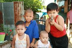 children (the foreign photographer - ) Tags: portraits canon children toy thailand four kiss gun bangkok khlong bangkhen thanon 400d