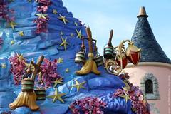 Fantasia (Rick & Bart) Tags: france canon disney parade fantasia disneylandresortparis disneylandpark marnelavallee thesorcerersapprentice rickbart thebestofday gnneniyisi rickvink eos70d