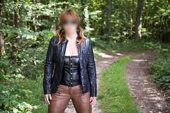 elle259 (Cuir Couple) Tags: cuir leder leather cuero veste jacket jupe skirt pantalon pant hosen mistress maitresse cuissardes matre master bondage bdsm cravache martinet
