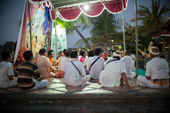 Krishna prayer in Singaraja - Bali (Dickie.T) Tags: singaraja evening bali street
