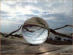 Gefhrliches Strandgut ... (der bischheimer) Tags: poel kugel crystal ball derbischheimer