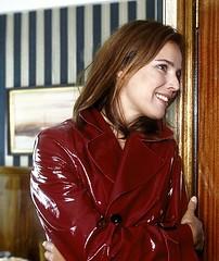 Desiree Nosbusch (betrenchcoated) Tags: patentcoat patenettrench trenchcoat red regenmantel raincoat sexy beautifulgirl pu pvc