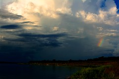 Nuvens de tempestade e arco-iris (marcusviniciusdelimaoliveira) Tags: rio gua chuva tempestade nuvem nuvens arcoiris sombra river cloud clouds rainbow rain storm