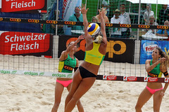 GO4G7318_R.Varadi_R.Varadi (Robi33) Tags: action ball beachvolleyball court block international play sand victory game player sport summer competition show umpire viewers basel switzerland