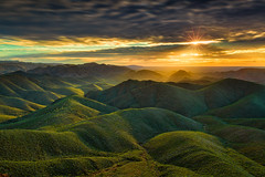 Northern Flinders Ranges Sunrise (Bjorn Baklien) Tags: mountains hills arkaroola sunrise rocks clouds landscape beautiful longexposure canoneos5dmarkiii australia south sun sunstar
