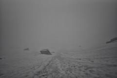 like winter @ Winterlcke (GR) (Toni_V) Tags: schnee summer mist snow monochrome fog schweiz switzerland blackwhite europe nebel suisse hiking sommer 28mm rangefinder trail mp svizzera sentiero wanderung wanderweg 2016 graubnden grisons flelapass sep2 leicam grischun elmaritm 160709 niksoftware messsucher jriseen winterlcke silverefexpro2 typ240 toniv wgerhuswinterlckejriseenjriflesspassflesspassklosters m2400630